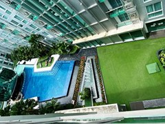Condominium for rent Pattaya showing the balcony and pool view