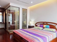 Condominium for Rent Pattaya showing the master bedroom suite