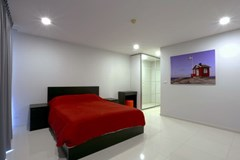 Condominium For Rent Pattaya showing the bedroom suite
