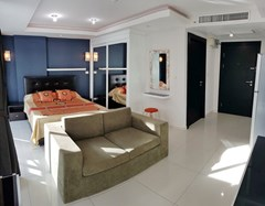Condominium for rent Pattaya showing the living and sleeping areas