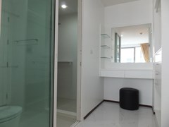 Condominium for Rent Pattaya showing the walk-in wardrobes and bathroom