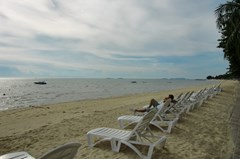 Condominium for rent Wong Amat showing the private beach