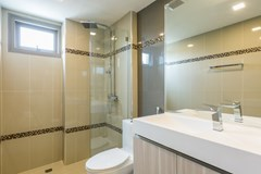 Condominium for sale Jomtien showing a bathroom