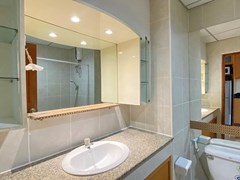 Condominium for Sale Jomtien showing the bathroom