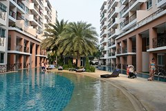Condominium for sale Jomtien showing the swimming pool