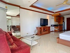 Condominium for Sale Jomtien showing the living area