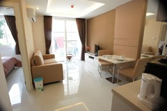Condominium for sale Jomtien showing the living room