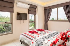 Condominium for sale Jomtien showing the master bedroom