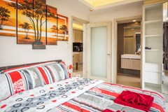 Condominium for sale Jomtien showing the master bedroom suite