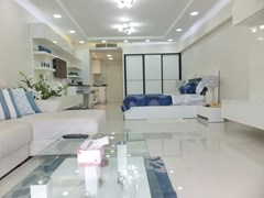 Condominium for sale Jomtien showing the open plan studio