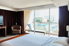 Condominium for sale Pattaya Northshore showing the third bedroom and balcony