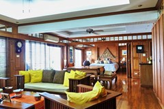 Condominium for sale Pratumnak Hill Pattaya showing the living dining and balcony