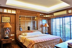 Condominium for sale Pratumnak Hill Pattaya showing the master bedroom