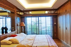 Condominium for sale Pratumnak Hill Pattaya showing the master bedroom suite with balcony