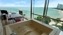 Condominium for sale The Cove Wongamat showing the balcony with jacuzzi