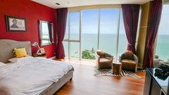 Condominium for sale The Cove Wongamat showing the master bedroom