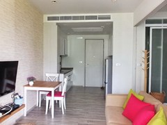 Condominium for sale Wong Amat Pattaya showing the open plan concept