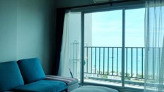 Condominium for sale Central Pattaya showing the living area and view