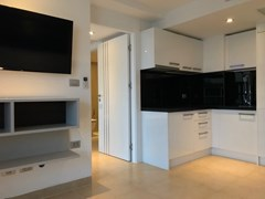 Condominium for sale Central Pattaya showing the living and kitchen areas