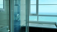 Condominium for sale Central Pattaya showing the master bathroom