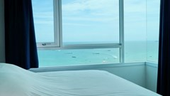 Condominium for sale Central Pattaya showing the master bedroom and sea view