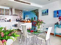 Condominium for sale Na Jomtien showing the dining and kitchen