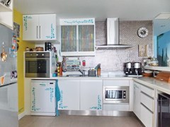 Condominium for sale Na Jomtien showing the kitchen