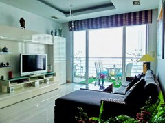 Condominium for sale Na Jomtien showing the living room