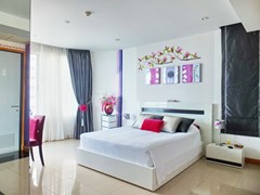 Condominium for sale Na Jomtien showing the master bedroom