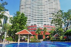 Condominium for sale Jomtien Pattaya showing the condominium and communal pool
