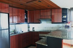 Condominium for sale Jomtien Pattaya showing the kitchen