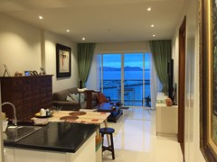 Condominium for sale Na Jomtien Pattaya showing the open plan living concept