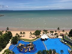 Condominium for sale Na Jomtien Pattaya showing the pool and ocean view