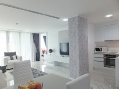 Condominium for sale Central Pattaya showing the kitchen, dining and living areas