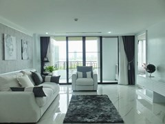 Condominium for sale Central Pattaya showing the living room and balcony