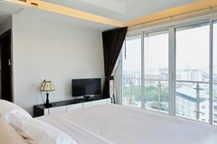Condominium for sale Pattaya showing the master bedroom suite