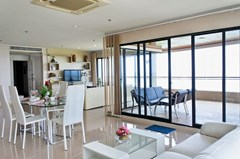 Condominium for sale Pratumnak Pattaya showing balcony living
