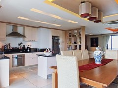 Condominium for Sale Pratumnak Hill showing the dining and kitchen