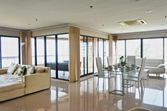 Condominium for sale Pratumnak Pattaya showing the large living area