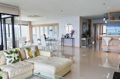 Condominium for sale Pratumnak Pattaya showing the living and dining areas