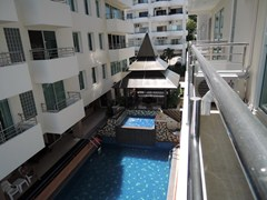 Condominium for rent Pratumnak Hill showing the communal pool