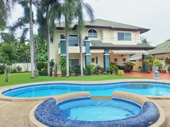 House for rent East Pattaya showing the house with private pool