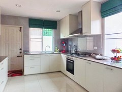 House for rent East Pattaya showing the large kitchen
