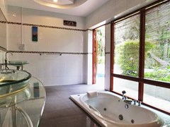 House for rent Pattaya showing the master bathroom with Jacuzzi  bathtub