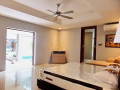 House for rent Pattaya showing the master bedroom with pool view