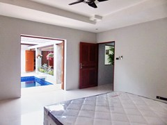 House for rent Pattaya showing the second bedroom poolside