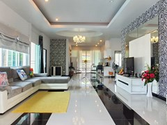 House for rent Huay Yai Pattaya showing the open plan living concept
