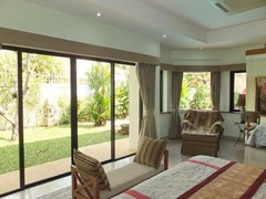 House for rent Jomtien at Jomtien Park Villas showing the bedroom with lounge area