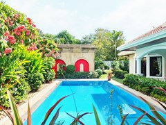 House for rent Jomtien at Jomtien Park Villas showing the private pool
