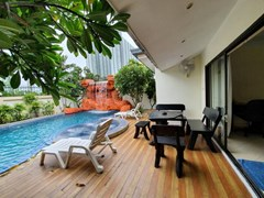 House for rent Jomtien Pattaya showing the covered terrace and pool